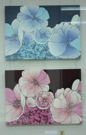 美術協会賞工芸部門 池田朱音(染織3年)「あおいはな あかいはな」