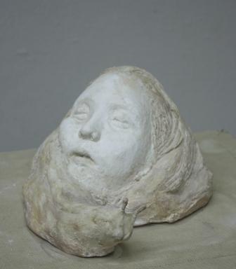 緒方敏雄賞 津田まりも(彫刻2年)「眠り子」